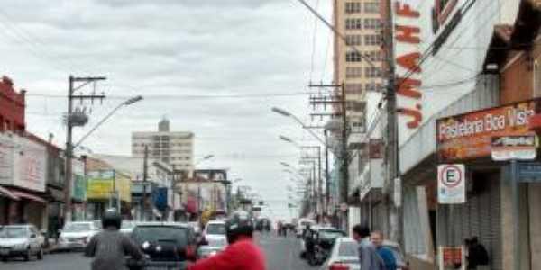 Av.Tamoios centro.  Por Reinaldo