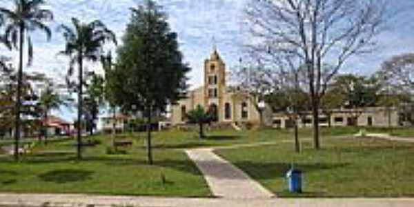 Praça e Igreja-Foto:helio antunes do nas…