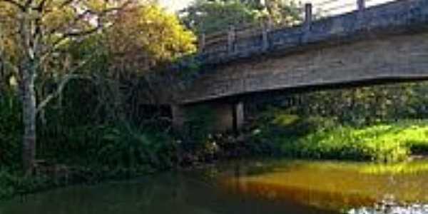 Ponte Rio S�o Jo�o-Foto:Luciano Rizzieri