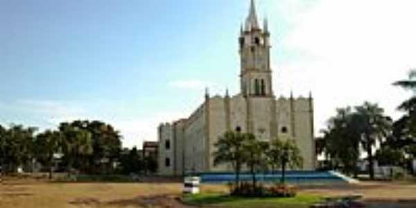 Praça e Igreja Matriz de São Sebastião em Valentim Gentil-SP