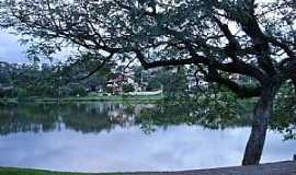 Vinhedo - Vinhedo-SP-Lago no Condomínio Vista Alegre-Foto:Carlos Fante