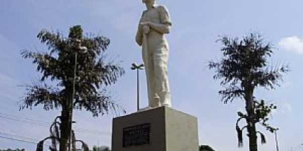 Vinhedo-SP-Monumento ao Herói Imigrante-Foto:Carlos Fante