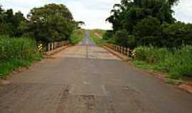 Vista Alegre do Alto - Ponte na Estrada Vicinal-Foto:Umberto Moreno