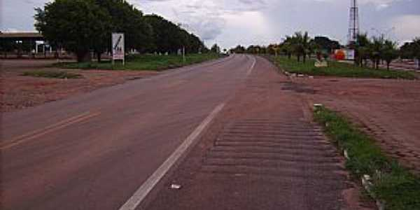 Alian�a do Tocantins-TO-Rodovia BR-153 na cidade-Foto:pt.wikipedia.org