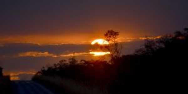 Por do Sol em Ananás-  Por Nayuse Dias