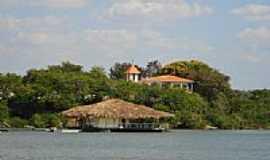 Araguacema - Flutuante e casa dos Padres-Foto:Felipe Lyra