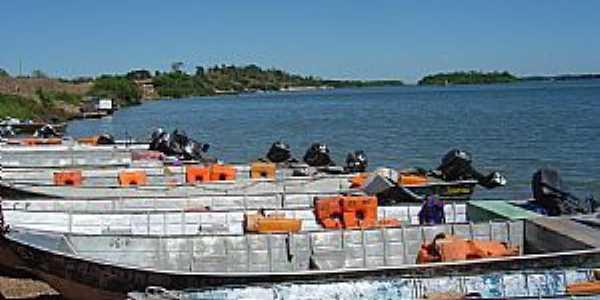 Araguanã-TO-Barcos no Rio Araguaia-Foto:tguima