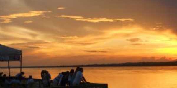 Turistas apreciando o pôr do sol no majestoso Rio Araguaia, Por Luiz Otávio