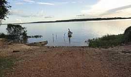 Arapoema - Arapoema-TO-Pescador no Rio Araguaia-Foto:Joel Donin