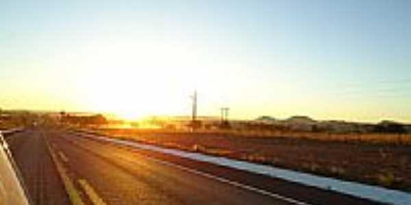 Nascer do Sol na estrada-foto:Maverick75