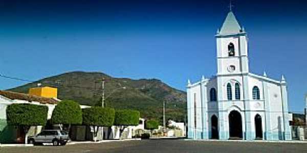 Ruy Barbosa-BA-A Igreja e a Serra do Orob�-Foto:Andre L. S. Lacerda