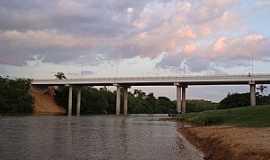 Goiatins - Goiatins-TO-Ponte sobre o Rio Manoel Alves Grande, que abastece a cidade-Foto:Carlos Hamilton Santos Vasconcelos