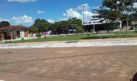 Goiatins - Goiatins-TO-Praça no centro-Foto:viagemturismoaventura.