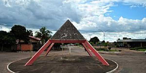 Pium-TO-Monumento na Rotatória-Foto:Leandro Durães