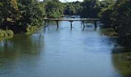 Porto Alegre do Tocantins - Ponte rústica sobre o Rio Manoel Alves em Porto Alegre do Tocantins-TO-Foto:J. A. Valente Neto