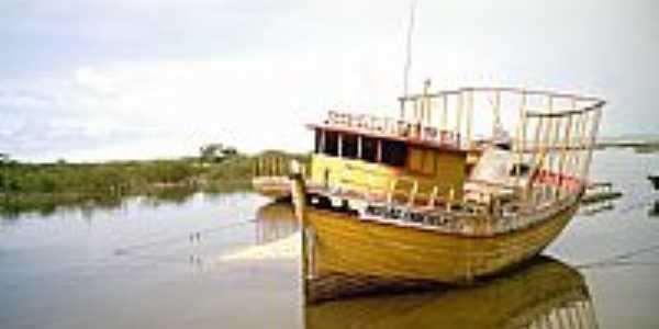 Santa Cruz Cabrália-BA-Embarcação no Rio João de Tiba-Foto:enioprado