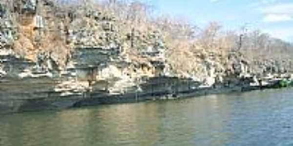 Santa Maria da Vit�ria-BA-Pedreiras na beira do Rio Corrente-Foto:pisantos